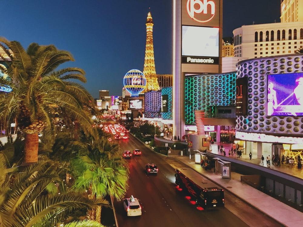 Blinkende lys og skilt i Las Vegas